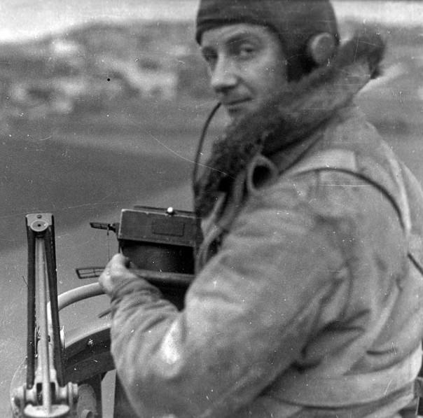 P7 Camera and operator 1935