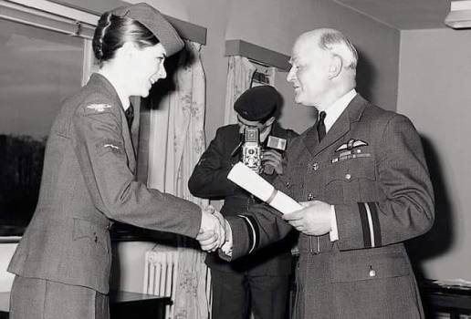 LACW Pam Ayres receiving certificate from Air Commodore