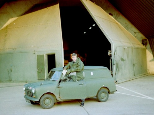 ACF Pete Mears mit Trusty Mini, 14 Sqn HAS Site, RAF Bruggen 1980